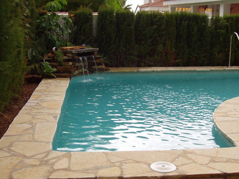 Irregular yellow quartz - Cascadas de piedra artificial para piscinas ...